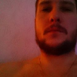 Очень горячий парень, ищу девушку